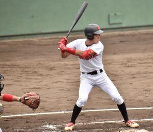決勝の2点三塁打を放った日大・中島秀馬