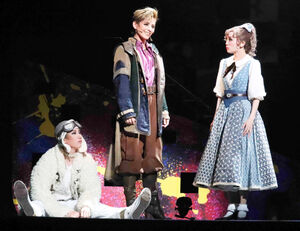 初日を迎えた宝塚歌劇雪組公演「ほんものの魔法使」の一場面