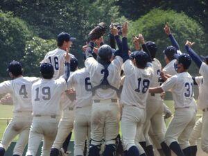 優勝決定戦で関東学院を下し、喜ぶ桐蔭横浜大ナイン