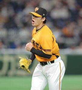 8回2死満塁、岡島豪郎を三ゴロに打ち取り雄叫びを上げる高梨雄平