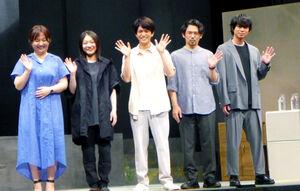 舞台「染、色」の取材会に出席した(左から)瀬戸山美咲氏、三浦透子、正門良規、岡田義徳、加藤シゲアキ