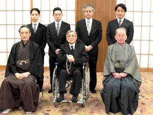 (前列左から)片岡仁左衛門、片岡我當、片岡秀太郎、(後列左から)片岡千之助、片岡孝太郎、片岡進之介、片岡愛之助