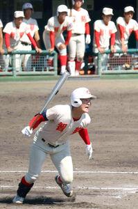 智弁学園の前川右京は、9回無死一塁で右前打を放った