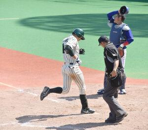 10回無死一塁、右中間へ決勝2ランを放ったJR東日本・菅田大介