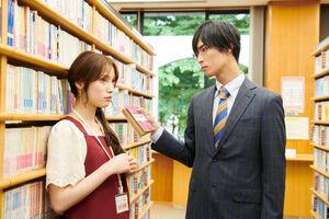 テレビ朝日系連続ドラマ「痴情の接吻」で共演する橋本良亮(右)と中村ゆりか