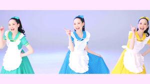 「時間の国のアリス」を37年ぶりにセルフカバーした松田聖子。MVでは1人8役に挑戦した