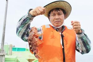 小野寺さんが釣り上げた30センチ近い大型カサゴ