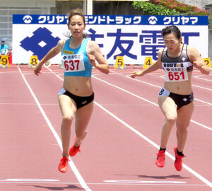 予選で11秒82をマークした女子100メートル日本記録保持者の福島千里(左)