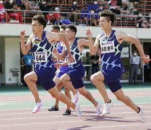 男子100メートル決勝で、9秒95の日本新をマークし優勝した山県(右から2位の多田、3位の小池)(代表撮影)