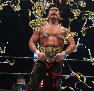 36分の激闘の末、オカダ・カズチカを下し、IWGP世界ヘビー級王座初戴冠を果たした鷹木信悟(新日本プロレス提供)