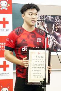 献血アンバサダーに就任したNTTドコモのセンター鶴田馨