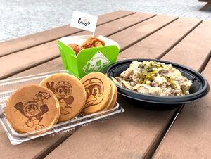 ヤクルト戦限定メニューの「つば九郎焼き」(左)、「村上宗隆選手の高菜めし牛丼」(右)「神宮球場からあげ じんから」=球団提供