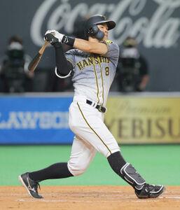 5回1死一、三塁、2点二塁打を放つ佐藤輝明