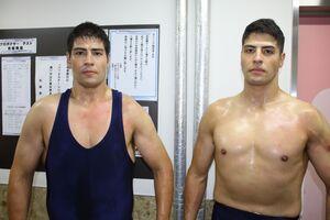 斉藤レイ(左)とジュン