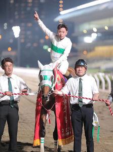 東京ダービーを制したアランバローズと左海誠二騎手(カメラ・池内 雅彦)