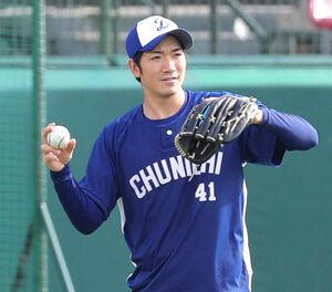 9日の試合前練習でキャッチボールをする勝野昌慶