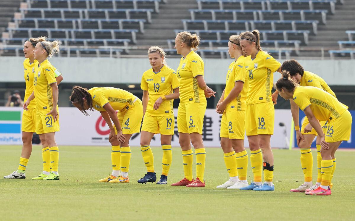 なでしこジャパンに敗れ、試合後に肩を落とすウクライナ女子代表の選手たち(カメラ・馬場 秀則)