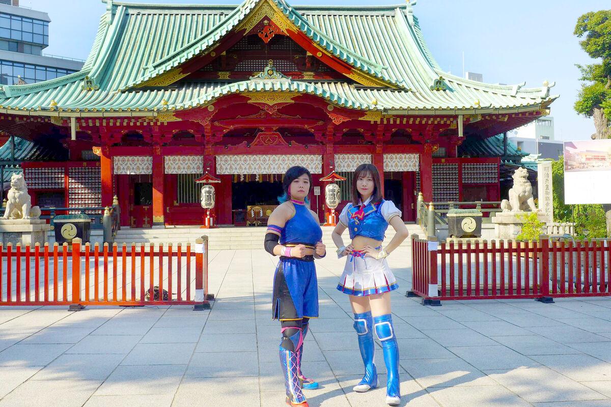 神田明神で初のシングルマッチに向けて意気込んだSKE48の荒井優希(右)と舞海魅星