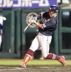 4回2死一塁、右中間に3号2ランを放つ鈴木大地
