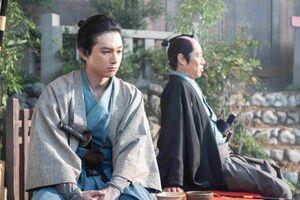 NHK大河ドラマ「青天を衝け」より、吉沢亮演じる栄一(左)と平岡円四郎(堤真一)との最後の会話