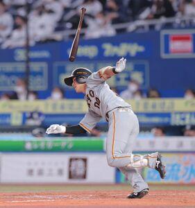 9回2死、二塁打を放ちプロ初安打を記録した湯浅大(カメラ・中島 傑)