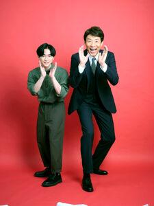 4度目のタッグを組む知念侑李(左)とメインキャスターの松岡修造
