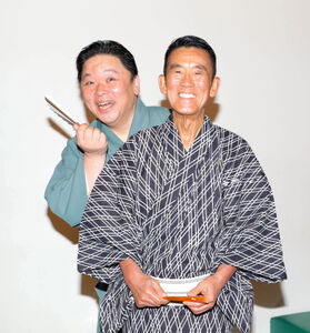 伊集院光(左)の落語復帰を喜ぶ三遊亭円楽