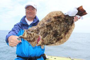 玉田さんが釣った3・5キロの良型ヒラメ。旬を迎えたかのように身が厚かった(太幸丸で)