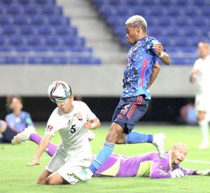 前半31分、自身2点目となるゴールを決めるオナイウ阿道(カメラ・宮崎 亮太)