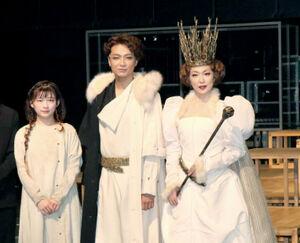 初日を迎えて意気込む伊藤沙莉、井上芳雄、若村麻由美