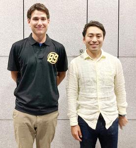 熱く声をかけてくれた志村社長(右)と記念撮影する藤田HC