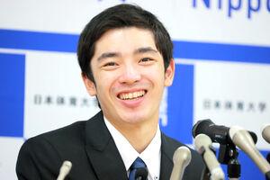 記者会見で現役引退を表明した白井健三