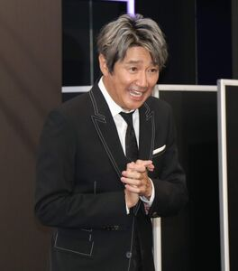 イベント終了後、リポーターからの問いかけに笑顔で答えた近藤真彦