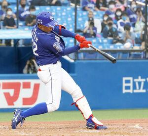 3回1死、左中間に1号ソロ本塁打放った加藤翔平