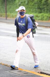 室内練習場から球場に移動する奥川恭伸