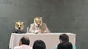 講演する初代タイガーマスク