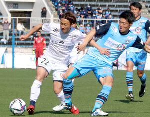 長野戦に出場した富山のMF椎名(左、写真は3月14日のYS横浜戦)