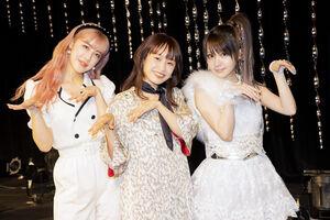 「およげ!たいやきくん」をカバーした(左から)夏焼雅、高橋愛、田中れいな