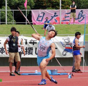 5投目で65メートル04をマークして優勝した小山・清川