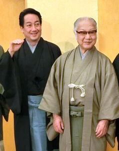 「こんぴら歌舞伎」の会見に出席した中村扇雀(左)と坂田藤十郎さん