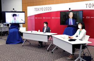 東京五輪・パラリンピックに向けた5者協議で会談する(左から)東京都の小池百合子知事、大会組織委員会の橋本聖子会長、国際パラリンピック委員会(IPC)のパーソンズ会長、丸川珠代五輪担当相(代表撮影)