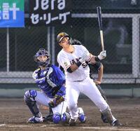 4回1死一、二塁、左越え3ラン本塁打を放つ北村拓己(カメラ・山崎 賢人)