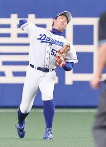 2回2死一、二塁、近本光司の右前打を右翼手・加藤翔平が本塁へ返球し、二塁走者を刺す