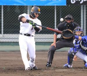 左越えの逆転3ラン本塁打を放つ丸佳浩