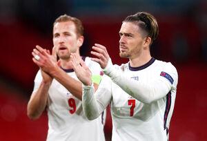 勝利を喜ぶイングランドの選手(ロイター)