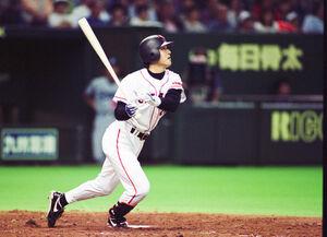 ヤクルト戦で19号2ランを放つ高橋由伸(1998年9月27日、東京ドーム)