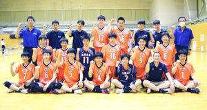 初戦を突破、気勢を上げる札幌大谷男子チーム