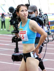 予選4組目5着に終わり、厳しい表情でタイムを見る福島