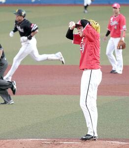 1回2死、柳田悠岐(左後方)に17号ソロ本塁打を打たれた佐々木朗希