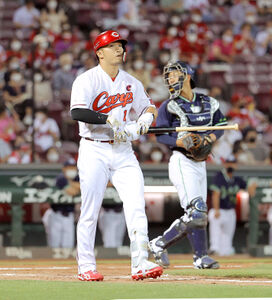 7回、代打で四球を選んだ鈴木誠